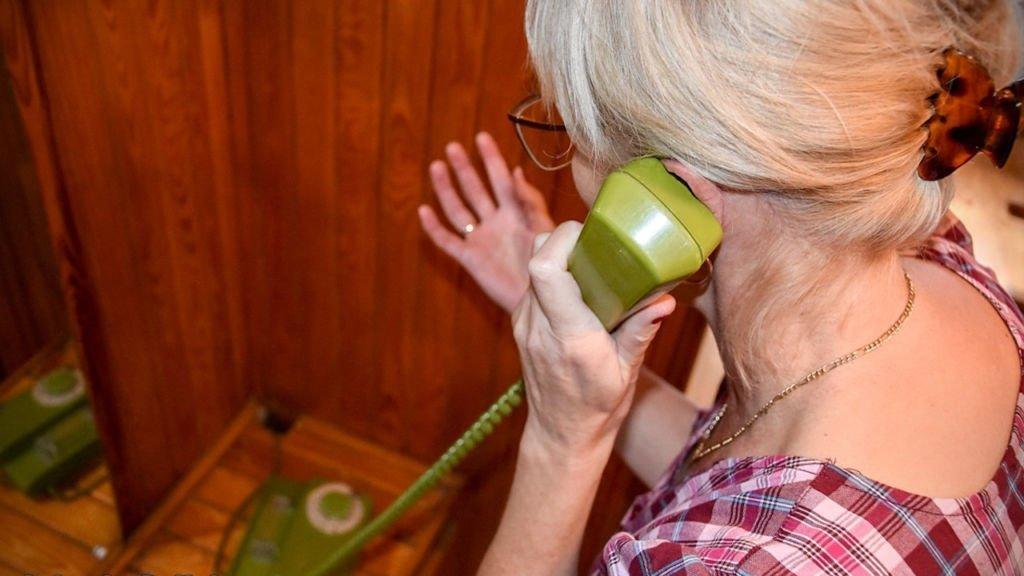 Oszuści telefoniczni poinformowali o wypadku córki która... siedziała obok