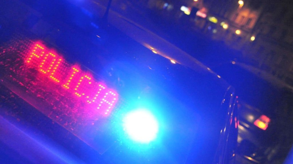 Pijany podjechał autem zagadać do policjantów