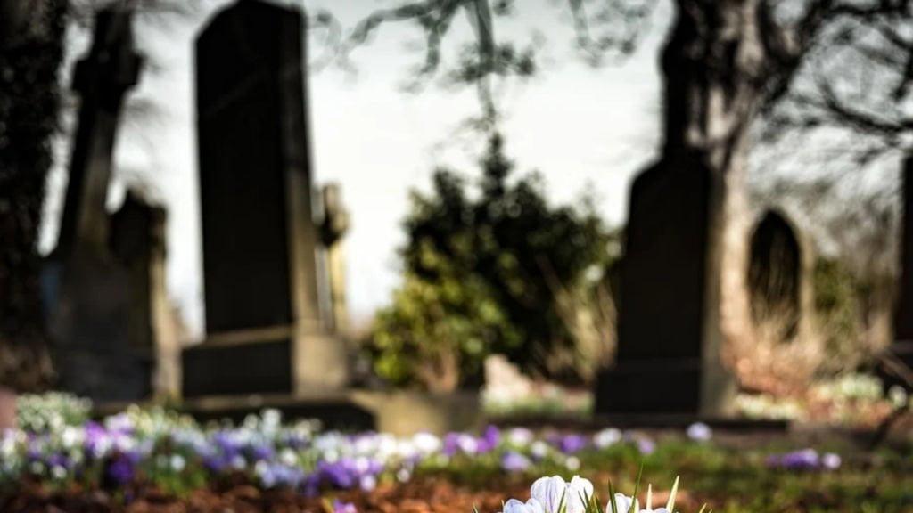 niszczył groby na cmentarzu