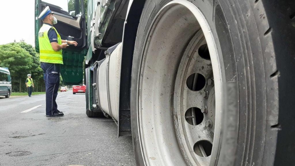 ciężarówki w mieście