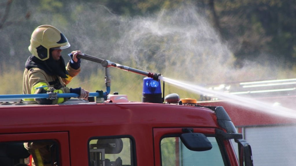 Pożar Eurocash w Żarach. Akcja gaśnicza trwała 4 godziny. Policja podejrzewa podpalenie 1