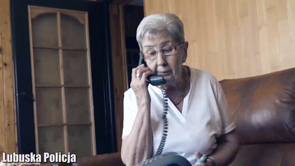 Telefoniczni naciągacze znowu w akcji. Policja odnotowała 22 próby oszustw na wnuczka i policjanta