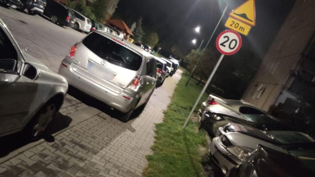 zniszczone samochody w świebodzinie