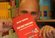 Jacek Łapiński ze swoją książką