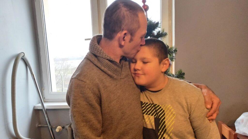 Dzielnicowy zorganizował zbiórkę dla 9-letniego Kacpra i jego taty