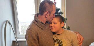 9-letni Kacper i jego tata
