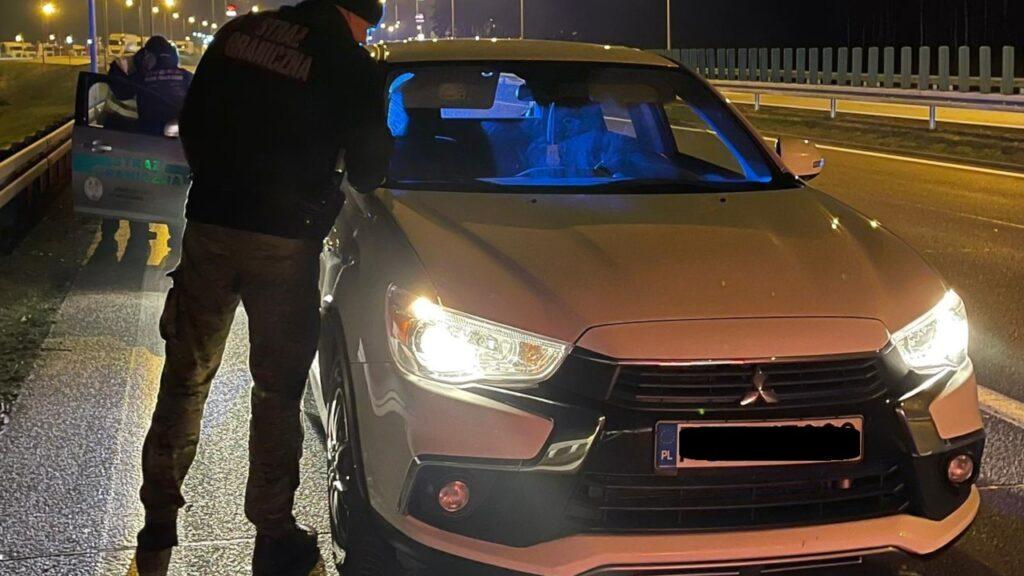 Kradzione Mitsubishi warte 60 tys. złotych zatrzymane na przejściu granicznym w Świecku