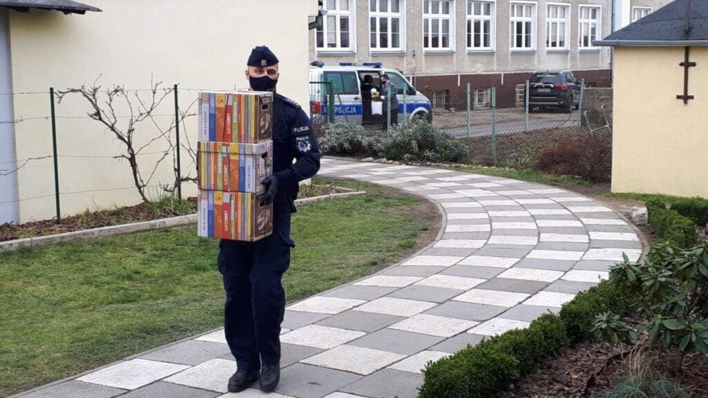 Świąteczne paczki trafiły do dzieci z domów dziecka w powiecie wschowskim