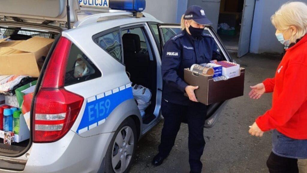 Policyjna zbiórka darów okazała się sukcesem, teraz zebrane rzeczy trafią do potrzebujących