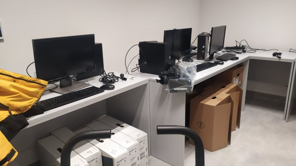 Szpital tymczasowy otrzymał sprzęt komputerowy za 100 tys. zł od lokalnego potentata obuwniczego