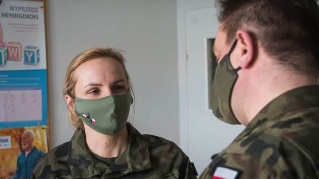 Pierwsi żołnierze służby medycznej zaszczepieni przeciw COVID-19