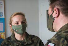 Medycy w mundurach