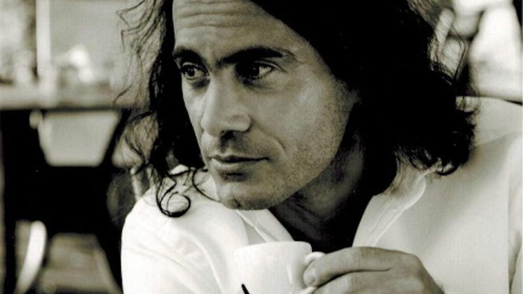 Muzyk, wokalista, kompozytor - Kostek Yoriadis i jego działalność artystyczna podczas lockdownu i pandemii COVID-19