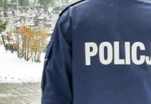 Policyjny patrol na cmentarzu