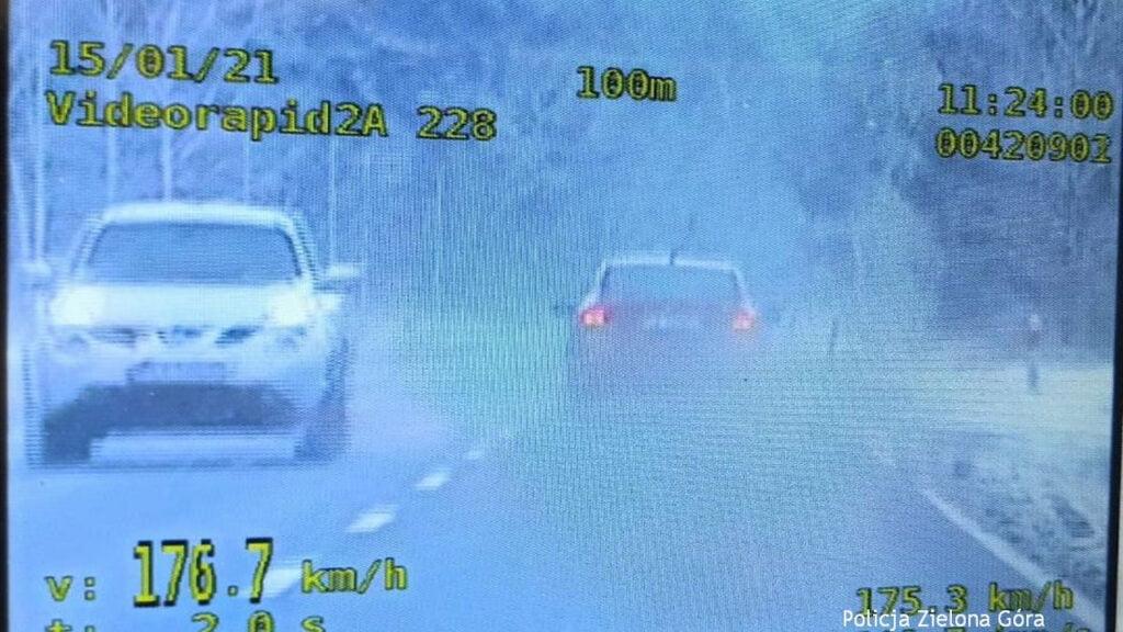 Pirat drogowy zatrzymany w Ochli. Jechał 156 km/h w terenie zabudowanym a potem było już tylko szybciej
