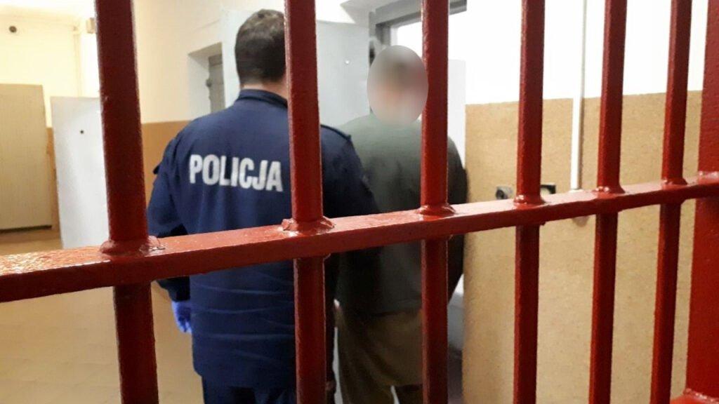 Wschowa: Poszukiwani do odbycia kary prosto z interwencji trafili za kraty