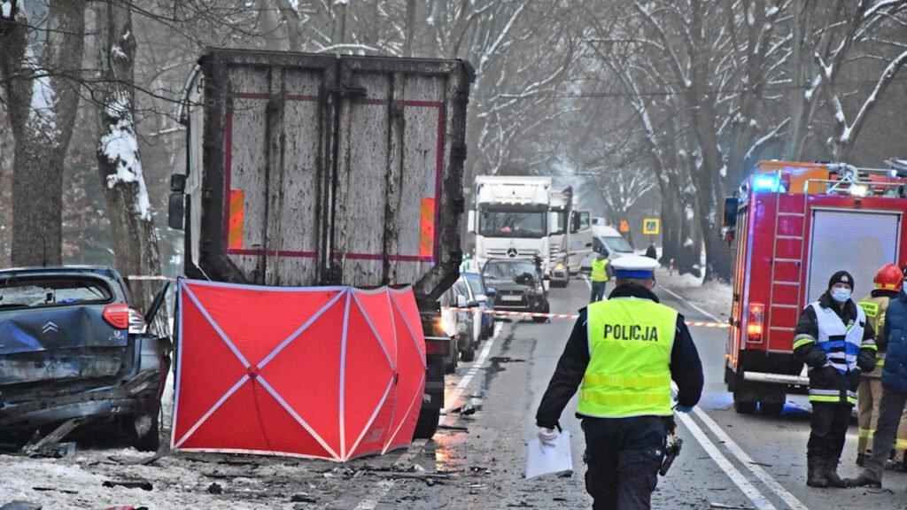 Śmiertelny wypadek w Wełminie. Zginęły 2 osoby. Prokuratura wyjaśnia okoliczności zdarzenia