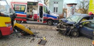 Wypadek w Żaganiu. Osobówka wjechała pod autobus MZK