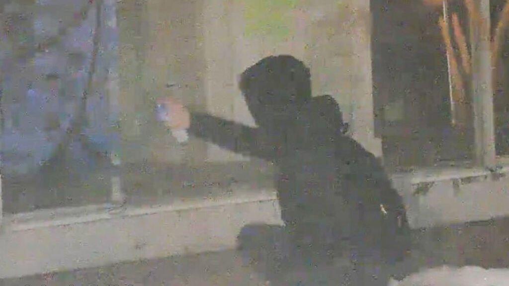 Zielona Góra: Grafficiarz złapany. Pomógł miejski monitoring. Mężczyzna miał 1,8 promila