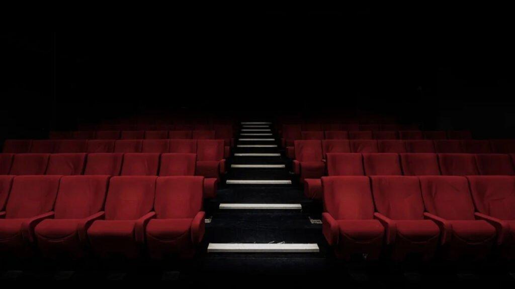 Kultura otwiera drzwi. Jak działają teatry, kina i filharmonie od 12 lutego?