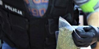 Policjant z narkotykami