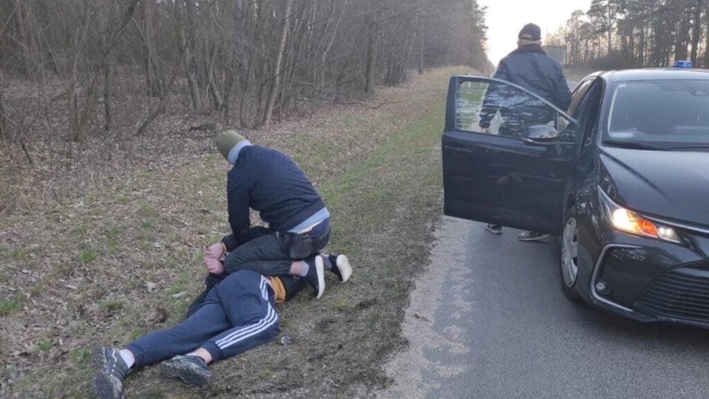 Diler zaatakował policjantów bagnetem. W mieszkaniu miał prawie 2 kg narkotyków