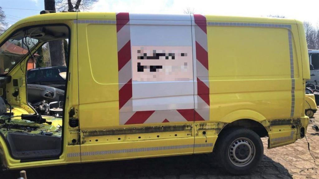 Kryminalni odzyskali kradzionego Sprintera wartego 85 tys. euro. Był już częściowo rozebrany