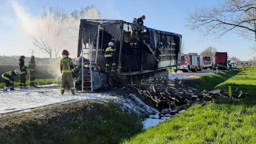 Śmiertelny wypadek między Górzycą a Kostrzynem. Spłonęły 3 samochody