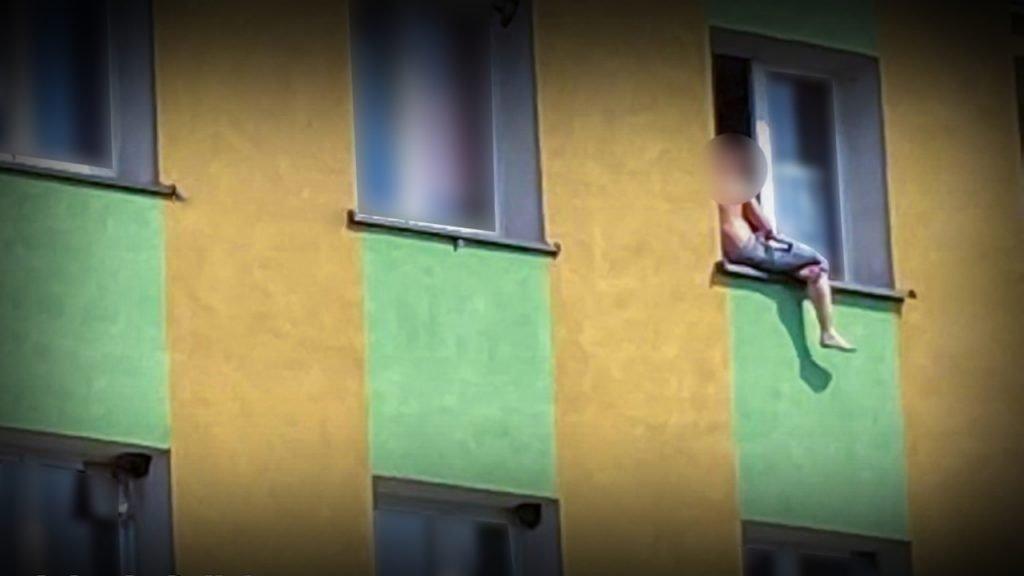 Próba samobójcza w Międzyrzeczu. Desperat chciał skoczyć z 3 piętra