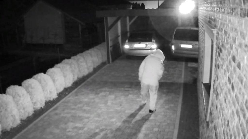 Ukradł portfel z samochodu a pieniądze wydał na buty. Wpadł dzięki nagraniu z monitoringu