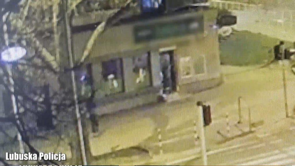 Włamywacze nagrani przez miejski monitoring. Wpadli na gorącym uczynku