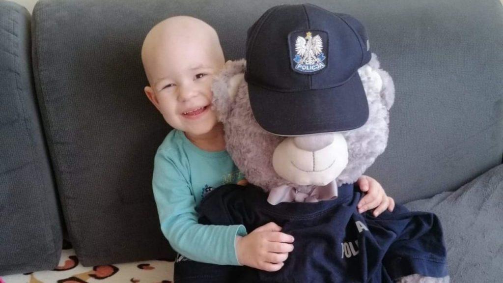 Policjanci z Nowej Soli spełnili marzenie 2,5-letniej Julii, która zmaga się z ciężką chorobą