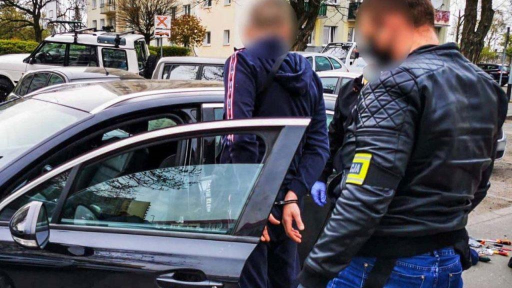 36-latkowie odpowiedzą za kradzież Audi. Auto odzyskano tego samego dnia
