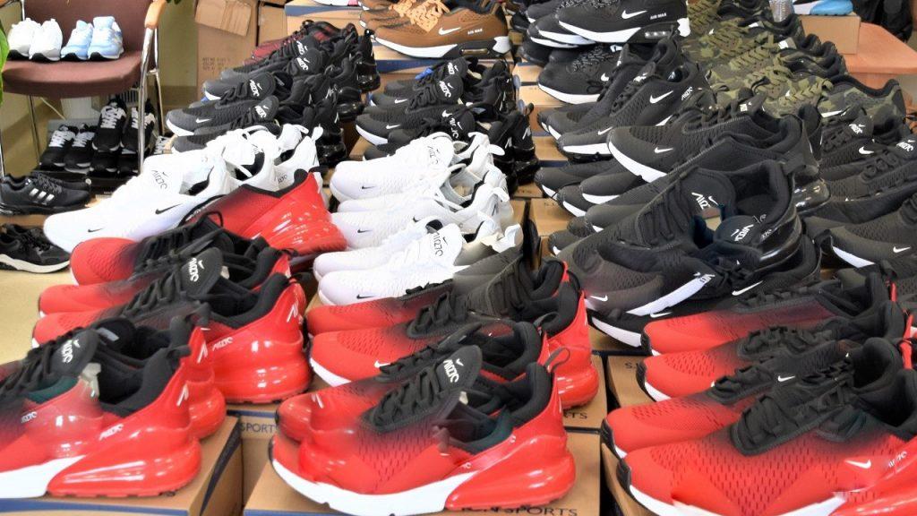 Podróbki na giełdzie w Gorzowie Wlkp. Podrabiane buty oraz ubrania były warte ponad 159 tys. złotych