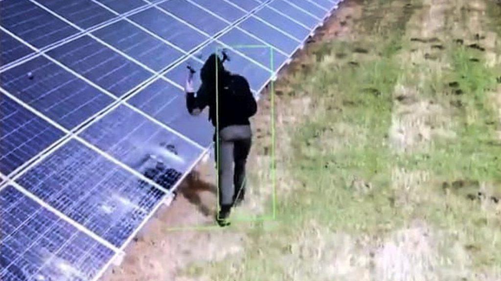 Mężczyzna, który zniszczył panele słoneczne na farmie w Koninie Żagańskim wpadł w ręce policji