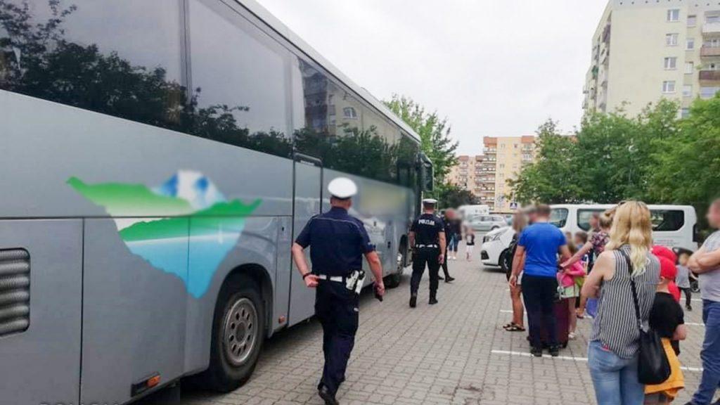 Kontrole autobusów przed wakacyjnymi wyjazdami. Autokary były w fatalnym stanie
