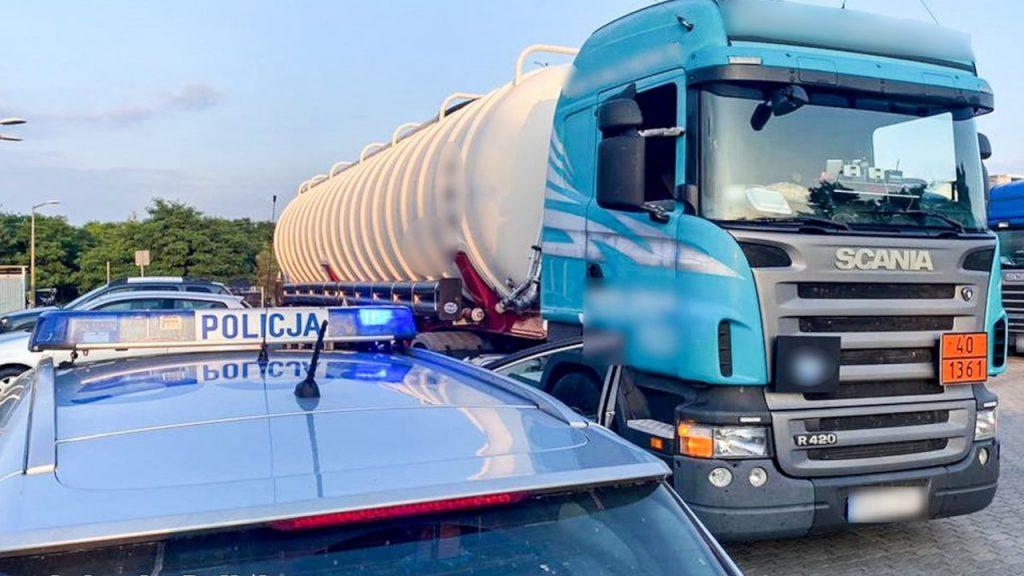 Pijany kierowca cysterny zatrzymany w Połupinie. Wiózł tony łatwopalnego pyłu